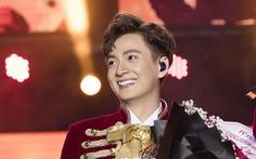 Ngô Kiến Huy vỡ òa với 10.000 khán giả trong live show Truyền thái y