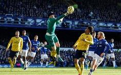 Arsenal chia điểm với Everton trên sân Goodison Park