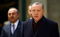 80.000 người tị nạn Syria ùn ùn đổ về, Thổ Nhĩ Kỳ 'khóc' vì quá tải
