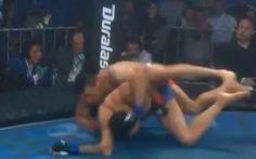 Khoảnh khắc 'nổi gai ốc' khi võ sĩ MMA bị ném gãy tay kinh dị