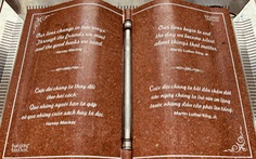 Ra mắt quyển sách đá kỷ niệm Hạt giống tâm hồn 17 tuổi