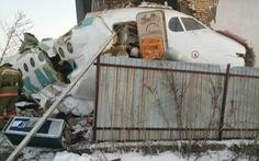 Máy bay mất độ cao, lao vào tòa nhà 2 tầng, ít nhất 14 người đã thiệt mạng