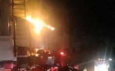 Cháy lớn phim trường ở Nhà Bè, nhiều tài sản bị thiêu rụi