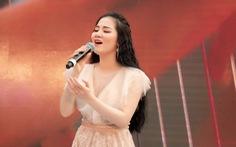 'Sao Mai' Phạm Thùy Dung tung bộ đôi CD 'Moon' và MV 'Ave Maria'