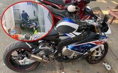 Vụ trộm môtô BMW: Chủ xe nhận tin nhắn lạ báo xe ở bãi đất trống, bảo đến lấy