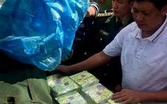 Khởi tố vụ án, truy bắt hai người bỏ trốn để lại gần 250 kg ma túy