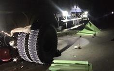 Xe tải tông 2 xe máy trên đường Hồ Chí Minh, 3 người chết