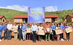Quỹ Hành Trình Xanh tặng tivi cho hộ nghèo tỉnh Gia Lai