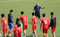 Ông Park Hang Seo gọi riêng Bùi Tiến Dũng ra trò chuyện chuẩn bị trận bán kết