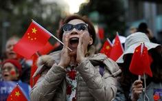 Phe ủng hộ Bắc Kinh xuống đường đòi kiểm lại phiếu bầu cử cấp quận Hong Kong
