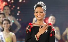 H'Hen Niê chân trần rơi nước mắt tại Hoa hậu Hoàn vũ Việt Nam 2019