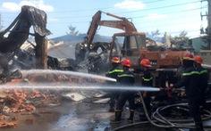Điều xe cuốc phá tường, hỗ trợ lực lượng PCCC dập lửa