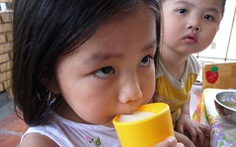 Trẻ mẫu giáo và lớp 1 ở TP.HCM tiếp tục được uống sữa tại trường