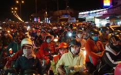 Sài Gòn đón tiếp lượng lớn người về, từ chiều tối đến tận sáng mai