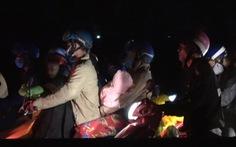 'Nghẽn mạch' ở đầu cầu Mỹ Thuận, dân tình tính chuyện ở lại qua đêm