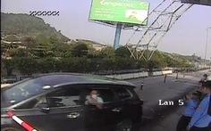 Vụ vượt trạm thu phí Bến Thủy: Tạm giữ tài xế do có hành vi chống công an