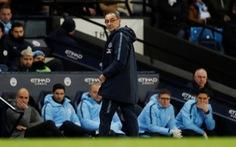 Jamie Carragher: 'Sarri đang biến Chelsea thành… Arsenal'