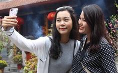 Dịp Valentine, bạn trẻ nô nức đến chùa Hà cầu duyên