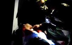 Giảng hòa cho hai vợ chồng, một cảnh sát bị đâm trọng thương