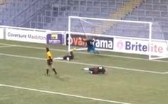Video 'bàn thắng kỳ lạ' ở bóng đá nữ Anh