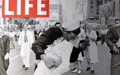 Người thủy thủ trong bức ảnh 'Nụ hôn ở quảng trường Thời Đại' qua đời