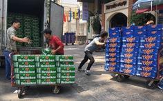 Bia ê hề chờ khách mua, giá trong siêu thị rẻ hơn bán lẻ bên ngoài