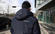 Nhân viên Phủ tổng thống Hàn mặc áo thêu số 'bí ẩn' trước thượng đỉnh Mỹ - Triều