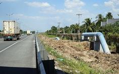 Lắp ống cấp nước trong hành lang đường cao tốc: Lợi trước mắt, hại về sau