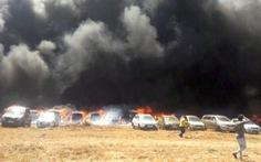 Triển lãm hàng không Ấn Độ thành biển lửa, 300 ôtô cháy rụi