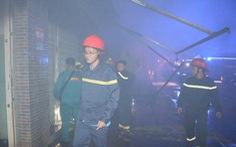 Cháy tiệm tạp hóa nửa đêm giữa khu dân cư