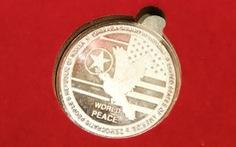 Đồng xu mừng thượng đỉnh Mỹ - Triều giá 100 USD được bán hết sạch