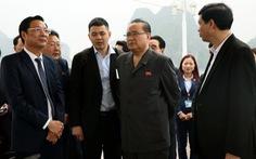 Đoàn đại biểu Triều Tiên tham quan vịnh Hạ Long
