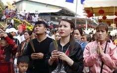 Hàng ngàn người về chùa Hưng Thiền dùng lộc chay miễn phí