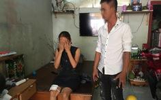Nghi án đặt thuốc nổ trong micro, 2 mẹ con bị thương