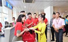 Lãnh đạo Vietjet vui xuân cùng hành khách ngày Mùng 1 Tết