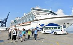 Tàu khách, tàu hàng nhộn nhịp 'xông đất' Vũng Tàu