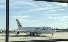 Máy bay Air France chở 500 người hạ cánh khẩn cấp vì nổ động cơ