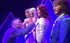 Đến Stockholm, thử giọng làm thành viên thứ 5 của ABBA