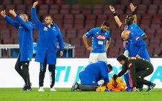 Thủ môn thuộc biên chế Arsenal gục ngã trên sân vì chấn thương đầu