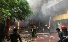 Cháy khách sạn 8 tầng ngay sát bệnh viện, 1 người chết