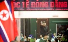 Chủ tịch Kim Jong Un vẫy chào Việt Nam, tàu rời ga Đồng Đăng