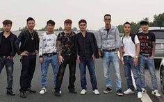 Thanh niên chụp ảnh trên cao tốc bị tước bằng lái 2 tháng, phạt 5,5 triệu