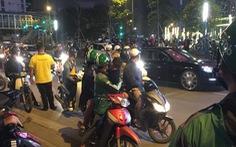 Va chạm giao thông, tài xế ôtô rút dao đâm người đi xe máy