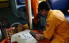 Cứu thuyền viên Philippines bị nạn trên vùng biển Hoàng Sa