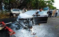 Xe lao qua làn ngược chiều trên đường cao tốc tông chết người