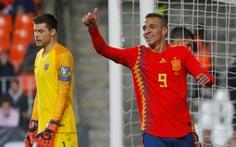 Tây Ban Nha thắng chật vật Na Uy