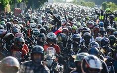 Giựt dọc, cướp nhiều, Philippines bắt dân gắn biển số xe máy cỡ lớn