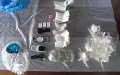 Ném chuột chết chứa ma túy, điện thoại trong bụng tuồn vô nhà tù