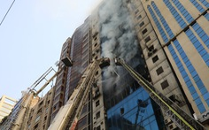 Cháy nhà cao tầng ở Bangladesh, nhiều người nhảy xuống đất tử vong