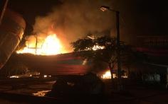 Cháy rụi 2 tàu thu mua hải sản tại Thanh Hóa